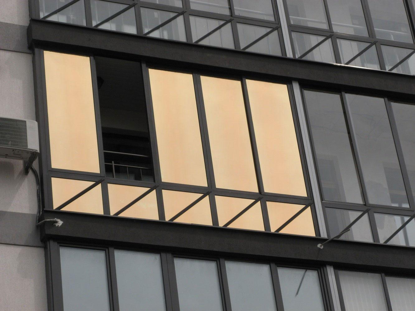 Тонировка окон на балконе (стекол) пленкой в москве.
